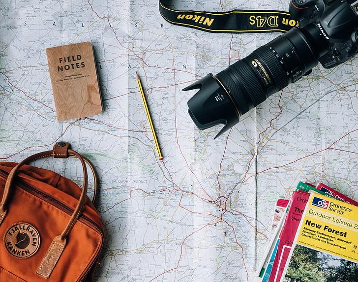 Märkmik, kott, ajakirjad, kaamera, Fotograafia, pliiats, kaarti