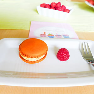 dessert, maccaron, sweet goods, sweetness, calorie bomb, raspberry, sweet