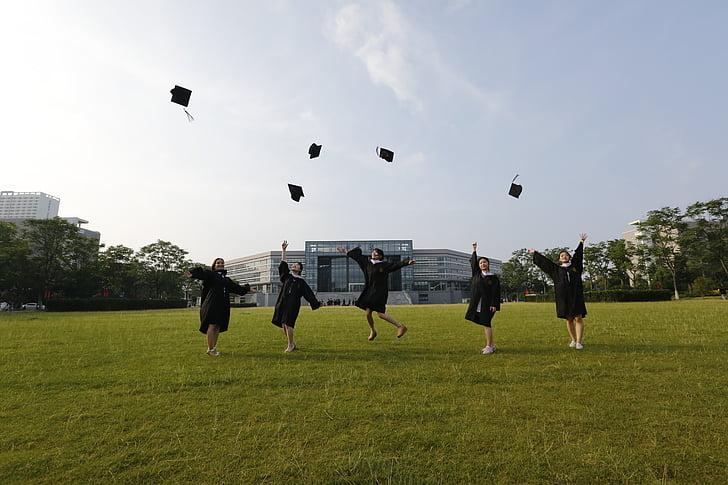 graduació, Universitat, company de classe, salt, llançant barrets
