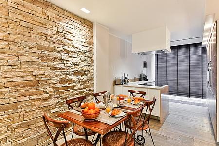 menjador, cuina, estil modern, davant la paret, mur de pedra, brickwall, decoració moderna