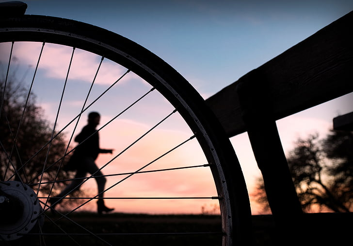 skriešanas, saulriets, velosipēds, skrējējs, vasaras, debesis
