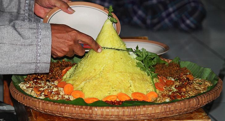 tumpeng, tradycyjne potrawy, indonezyjski żywności, ceremonię, urodziny, Ryż żółty, banyumas