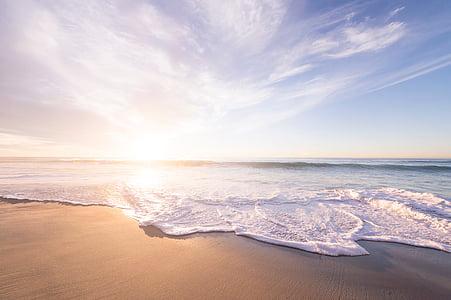 Océano, ondas, golpear, marrón, bien, arena, nublado