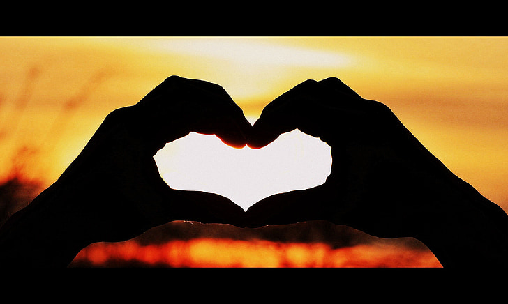 trái tim, hoàng hôn, bàn tay, Yêu, hình trái tim, lãng mạn, bàn tay con người