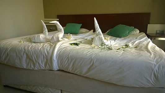 double bed, bed, decorated, holiday, hotel, bed sheet, pillow