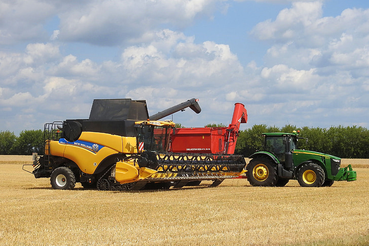 combine harvester, harvester, agriculture, vehicle, agricultural machine, grain harvest, tractor