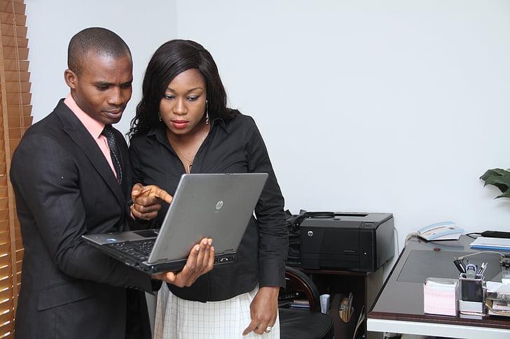 kolēģiem, uzņēmējdarbības, lekcija, piezīmju grāmatiņas, mācību, darījumu cilvēkiem, biznesmenis