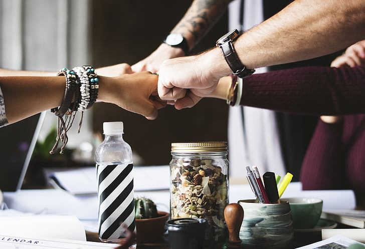 đồng nghiệp, hợp tác, nắm tay bump, nắm đấm, bàn tay, mọi người, đội ngũ