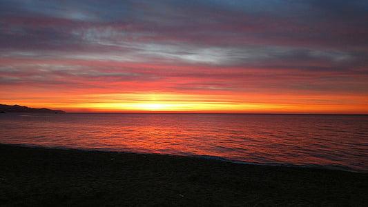 Alba, sol, sortida de sol, paisatge de l'Alba, Mar d'Alba, calma, platja de l'Alba