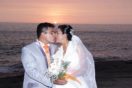 wedding, happy, sea, happy couple, romance, love, happiness