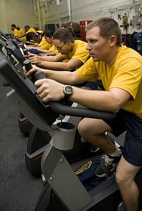Riteņbraukšana, vīrieši, sievietes, trenažieru zāle, treniņa, uzdevums, aerobās