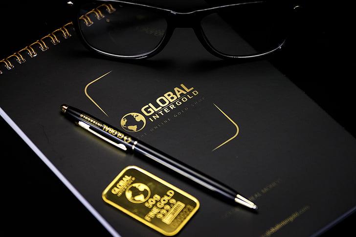 Llibreta, negre, ploma, ulleres, or, adhesiu, logotip