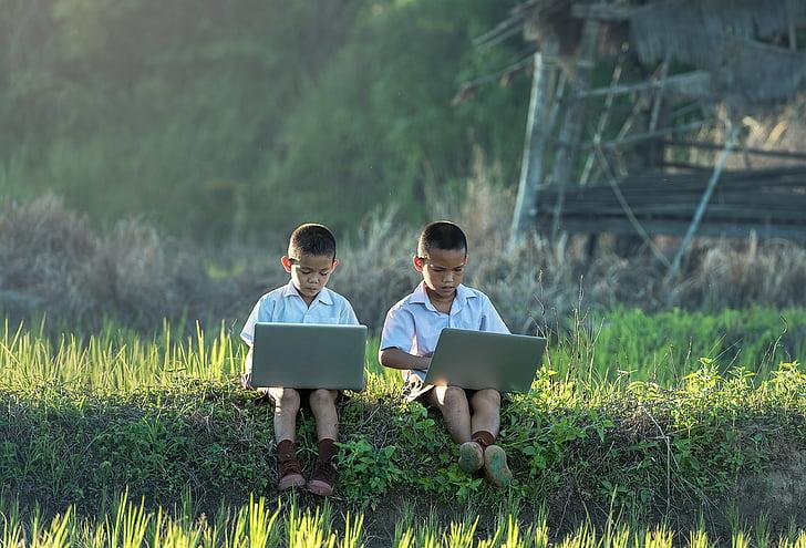 τα παιδιά, μελέτη των, φορητό υπολογιστή, Βιετναμικά, Ταϊλάνδη, Απολαύστε, αγόρια