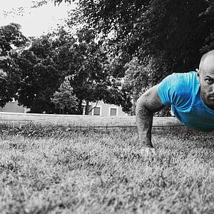 fitnesa, veselības, treniņa, trenažieru zāle, ārpus telpām, sviedri, pilda