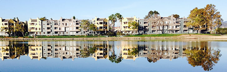 l'aigua, l'aigua blau, edificis, passeig marítim, reflexió, blau