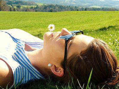 jeune femme, Meadow, préoccupations, reste, se détendre, jeune fille, nature