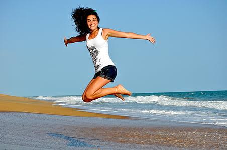 plage, contenu, heureux, saut d'obstacles, océan, à l'extérieur, sable
