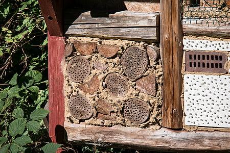 hotel insecte, insecte, casa insecte, mesures de protecció d'insectes, fusta, hotel abella, perforat