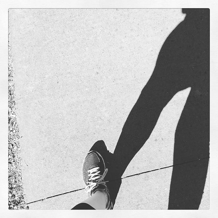 ejot, pēdās, uzdevums, ēna, saulains, sporta apavi, treneris