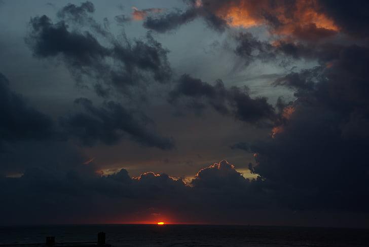 gewitterstimmung, núvols fosques, tempesta, cel, posta de sol, formació de núvols, cel fosc