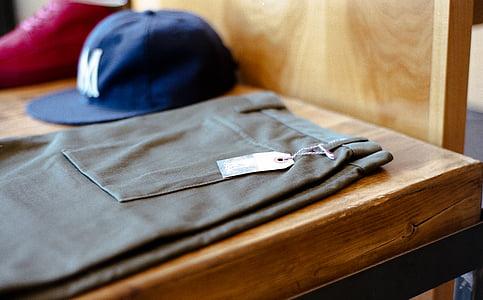 taula, pantalons, gorra, sabates, roba, etiqueta, roba