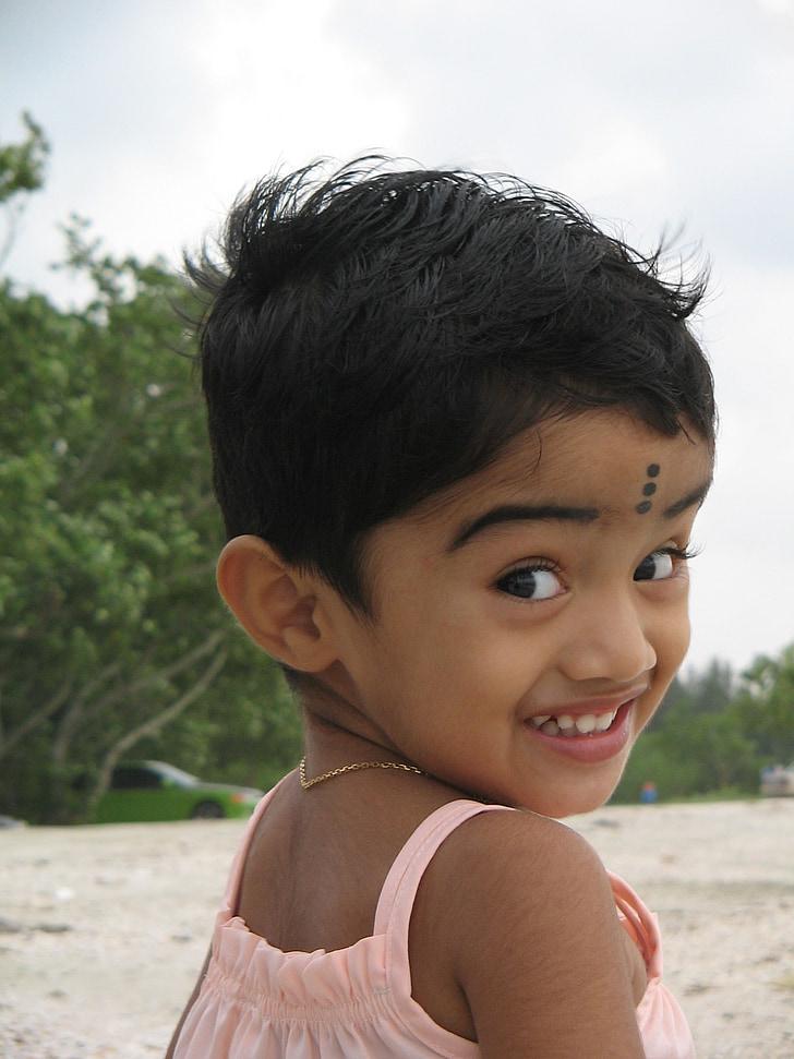 cô gái bé nhỏ, cô gái Ấn Độ, Cô bé