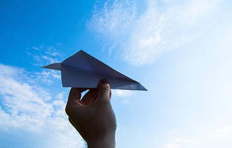 Хартиен самолет, ръка, небе, хвърлят, облаците, хартия, равнината