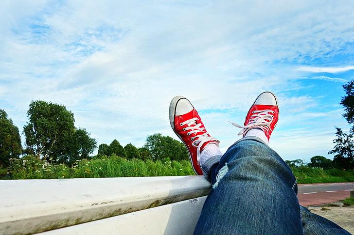 peus, sabates, sabatilles d'esport, cames, cames creuades, cos, extremitats