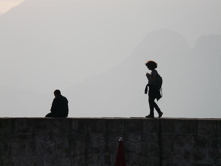 tourist information, back light, pier, run, photograph, rest, sit