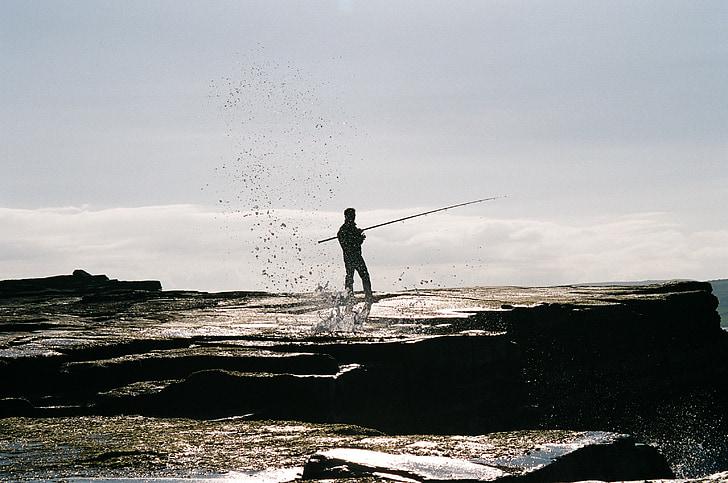rybár, Rybolov, rybársky prút, pobrežie