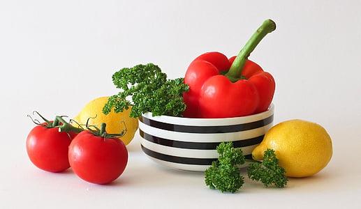 deux, rouge, citrons, Bell, poivre, légumes, tomates