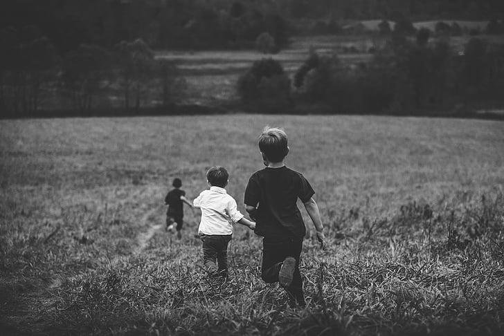 chlapci, přehrávání, přátel, děti si hrají, děti hrají, Veselé, dětství