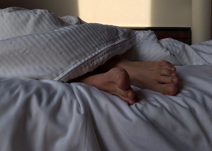 peus, dormint, son, llit, dormitori