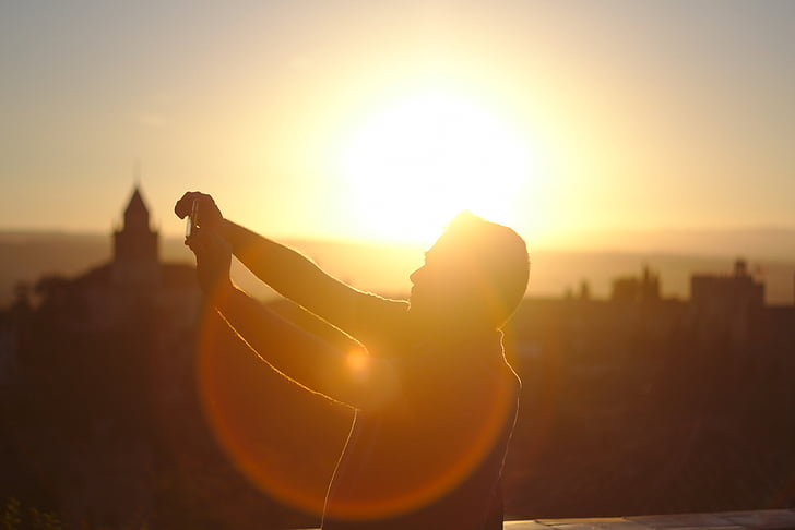 siluett, fotografering, mannen, tar, Selfie, solen, solnedgång