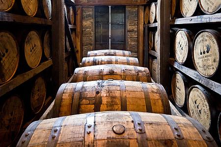 fûts de la distillerie, fûts en bois, Bourbon, whisky, vieillissement, boissons alcoolisées, boisson