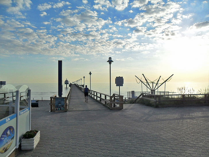 Jogger, corredors, cels, atmosfèrica, sortida del sol sobre el mar, morgenstimmung, núvols