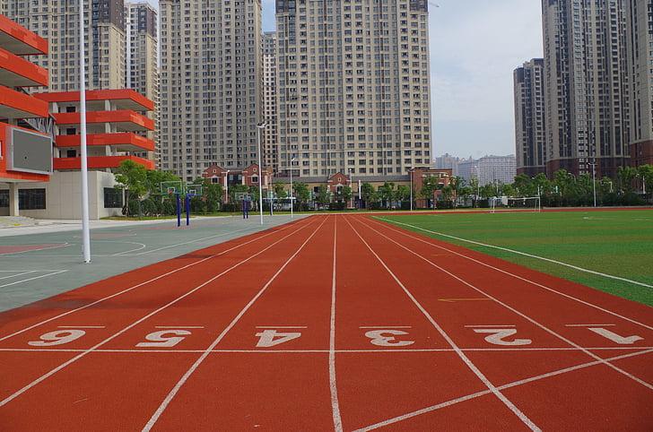 Junior, zona de juegos, pista de atletismo
