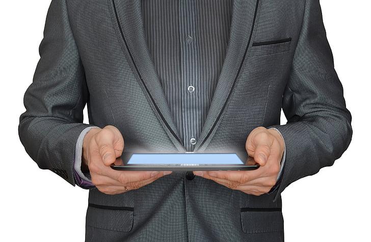 človek, poslovnež, tablični računalnik, elektronsko poslovanje, žareče tablični računalnik, delo na spletu, poslovnež