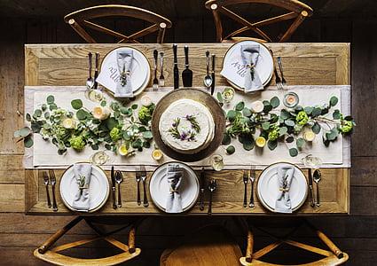 pastís, cadires, coberts, decoració, taula de menjador, et ve de gust, plats i coberts
