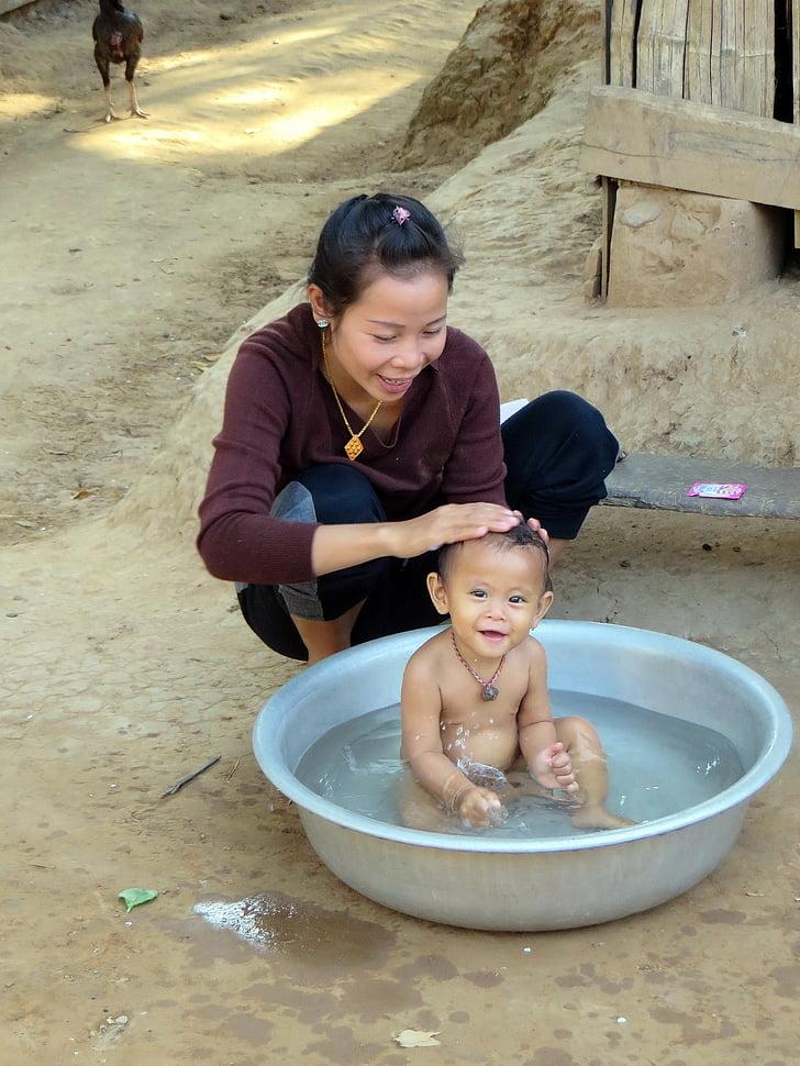 Laos, aldea, étnicos lao, bañera para bebé, Aseo, familia, sensibilidad