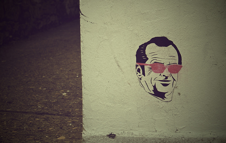 maffia, Street art, fal, graffiti, ember, arc, napszemüveg