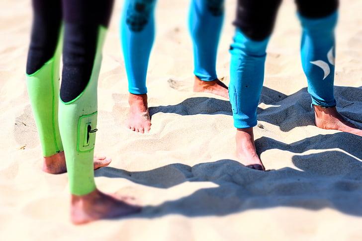 platja, peus, cames, persones, sorra, ombres, vestits de neoprè