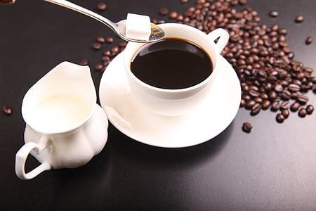 Branco, cerâmica, xícara de chá, preenchido, café, ao seu lado, arremessador