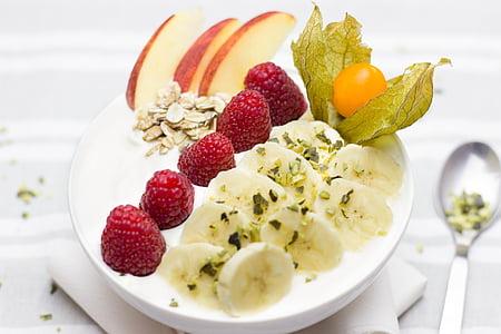 Brokastis, veselīgi, banānu, avenes, ogas, ābolu, rieksti