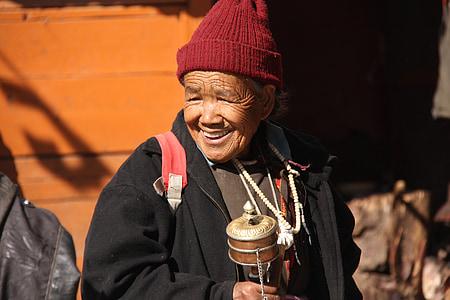 woman, ladhaki woman, old woman, mountain, asia, ladakh, traditional