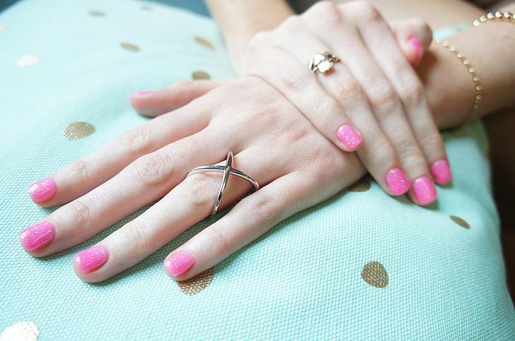 Sõrmused, käsi, roosa küünelakk, maniküür, sõrmeküüs, naised, inimese käsi