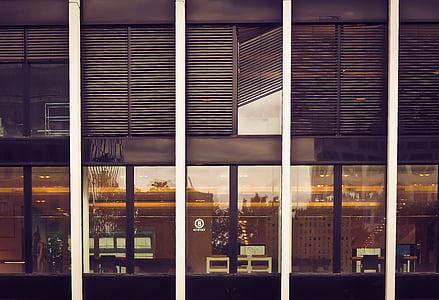 arhitektuur, kaasaegne, hoone, fassaad, klaas, valgustus, õhtu rabajärvel