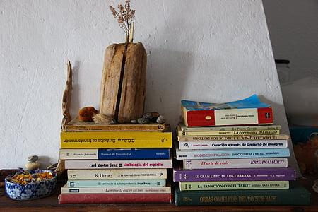 bøger, bog hylder, bog hylde, stakken af bøger, bogreol, kaminhylden, interiør