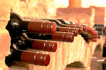 vin, vinförvaring, källare, glasflaskor för vin, rött vin