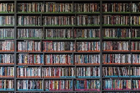 Biblioteca, llibre, lectura, pel lícules, DVD, l'educació, coneixement